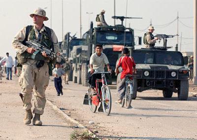 US_Navy_031016-N-3236B-043_A_marine_patrols_the_streets_of_Al_Faw,_Iraq